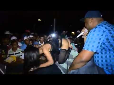 Gostosa no baile Funk 1