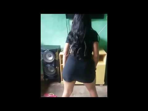 Novinha Gostosa Sem Calcinha Dançando Funk 14