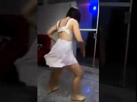 Tamara Dias - Rebolando de Vestido Mostrando a Calcinha