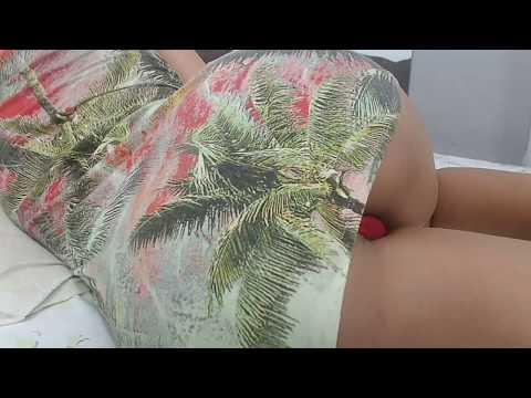 Gostosa de vestido mostrando a calcinha 6