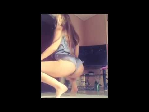 Novinha Gostosa Dançando Funk de Baby Doll