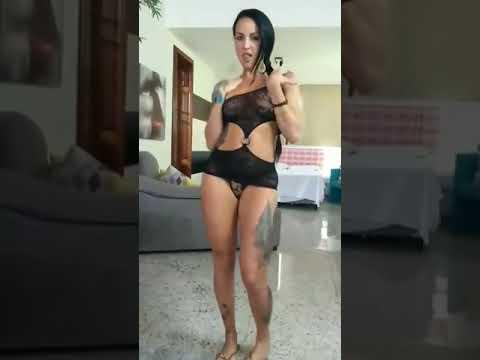 Morena gostosa dançando funk Tatuada