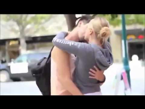 pegadinhas beijando mulheres gatas bem sexy Kissing Pranks Of Best Kissing Pranks