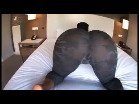 twerk Thick girl shaking her booty