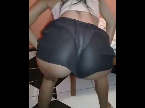 Moreno gostosa de shortinho transparente mostrando a calcinha