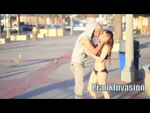 pegadinha beijando mulheres Super gatas beijos com pegada Cabo de guerra HD HQ Kissing Pra