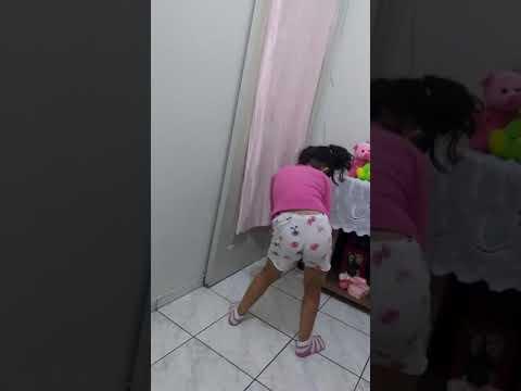 Rayzinha fazendo quadradinho