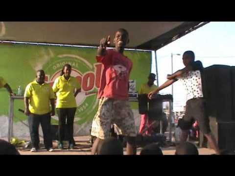Meninos dancam quadradinho engracado