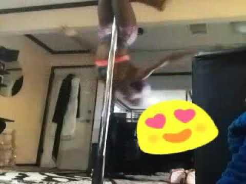 Slim Booty Twerk On Pole