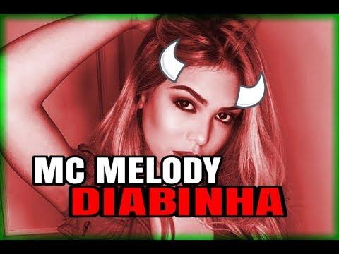 Mc Melody com fantasia para adultos em festa de funkeira famosa