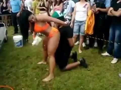 Apanha da namorada em festa de funk Garota tantão