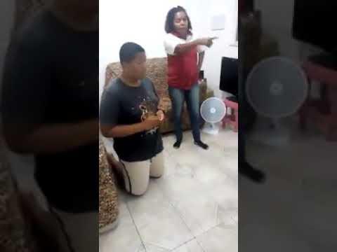 VÍDEO DO GORDO QUE TIROU FOTO DA BUCETA DA IRMÃ MÃE BATE NA CARA DELE