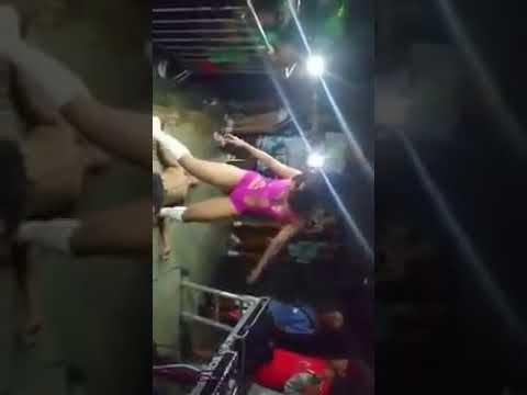 Tequileira dançando funk com a bunda na cara