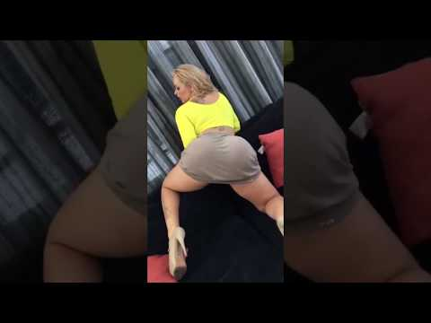 Sexy Blonde Hot Big Booty Twerk