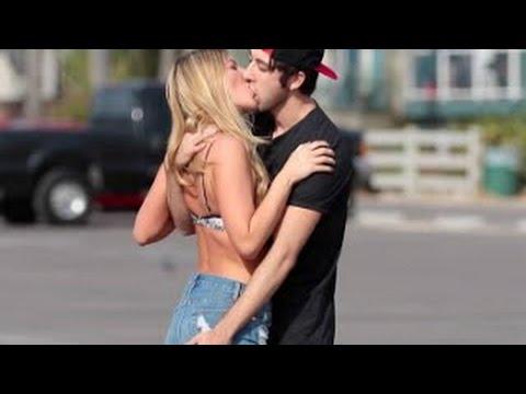 Beijando Mulheres Super Gatas Bem Quentes - Beijos com pegadas Hot Girls - Kissing 2016 HQ