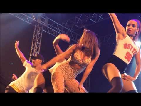 Anitta - Medley Funk @ Praia Grande 07 01 2017