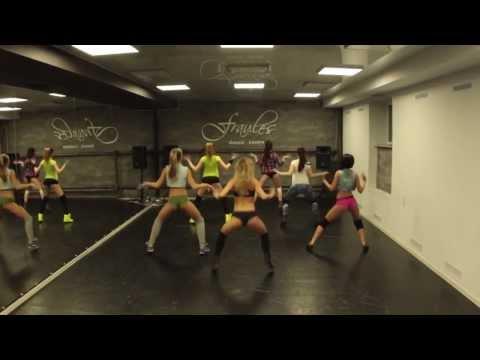 Chorégraphie de Booty Twerk par 12 magnifiques danseuses HD