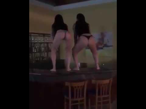 Duas novinha dançando de biquíni Novinha funkeira 8