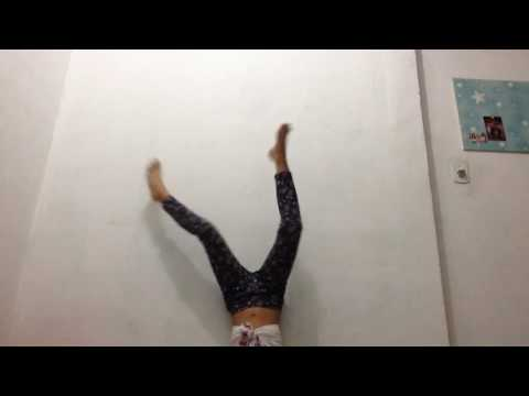 Dançando Anitta De Cabeça Para Baixo